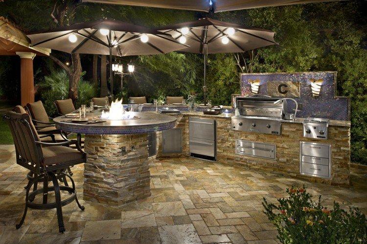 Luxury outdoor kitchens for Luxury outdoor kitchen