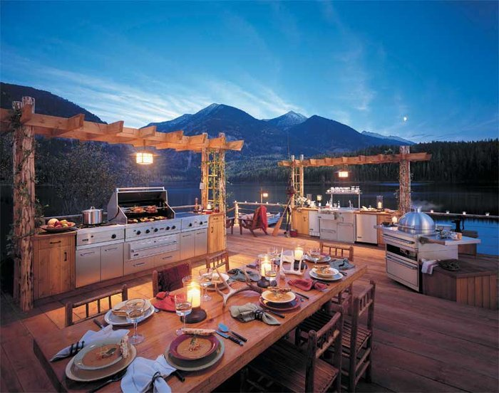 This sexy outdoor kitchen space featuring Viking's sleek appliances makes me way to throw on my cowboy boots and head for the mountains.
